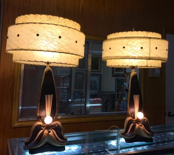 AMAZING Continental Art Co. Trillium Lamp Pair