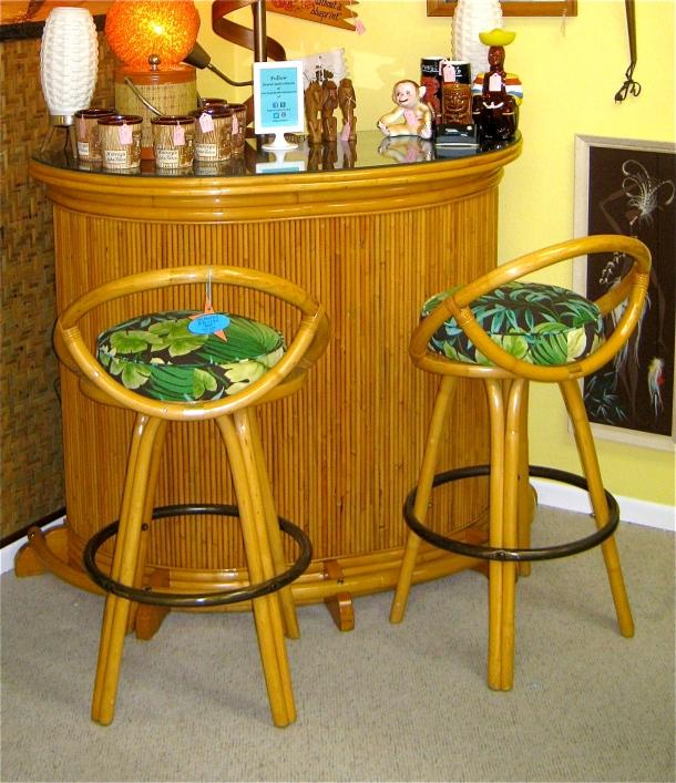 Tiki Bar w/ 2 Stools