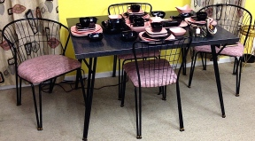 Retro Table w/ 4 Chairs