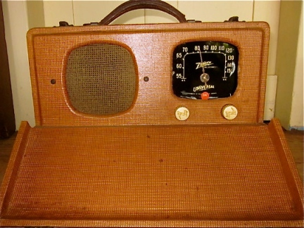 Zenith Universal Portable is believed to be the precursor to the Zenith Trans-Oceanic radio.