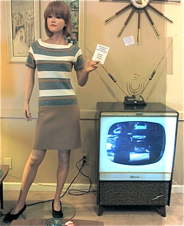 These models features an opaque white plastic mask around the picture concealing a neon lamp. The gimmick was that you had a TV lamp built right into the screen!