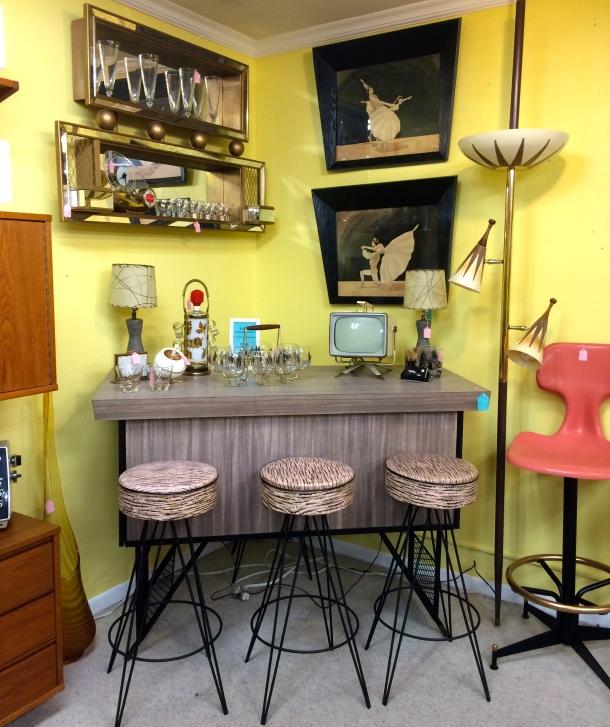 Expando Bar/Coffee Table & 4 Barstools