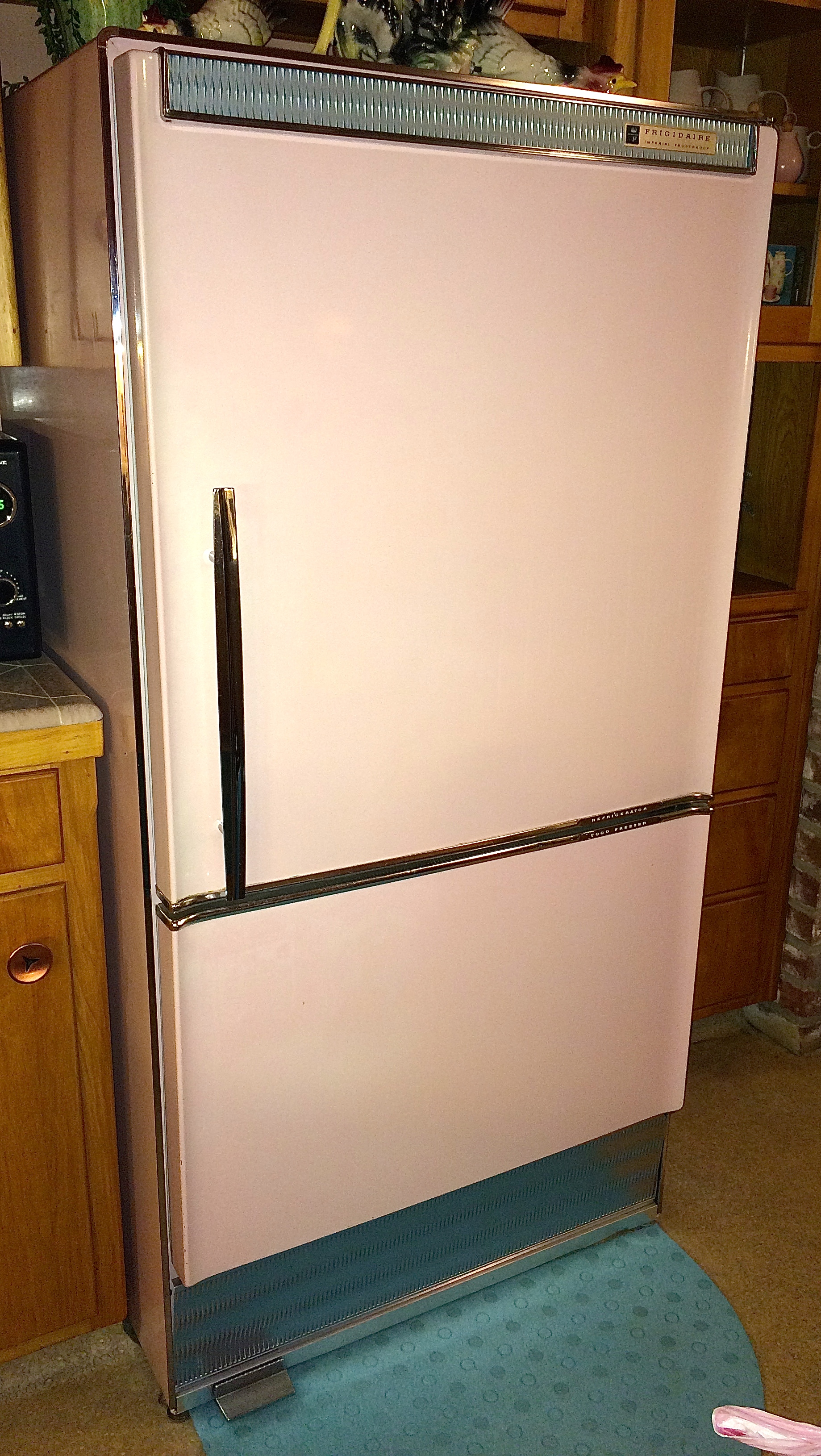 Find A Vintage Refrigerator To Put In The Kitchen We Couldnt See Modern One Looking Right As Usual I Was Cruising Craigslist And Came