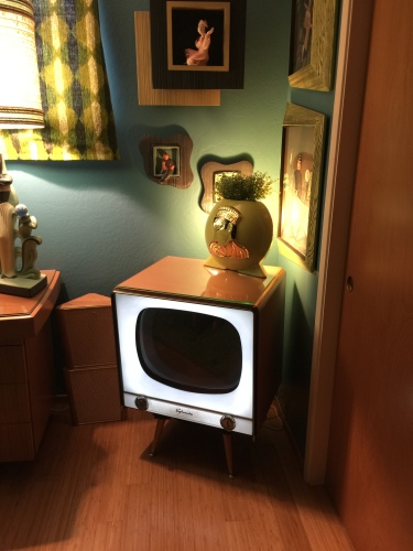 1957 Sylvania Halo Light TV. Modern internal conversion by Justin Rubsam of Stellar Electronics.